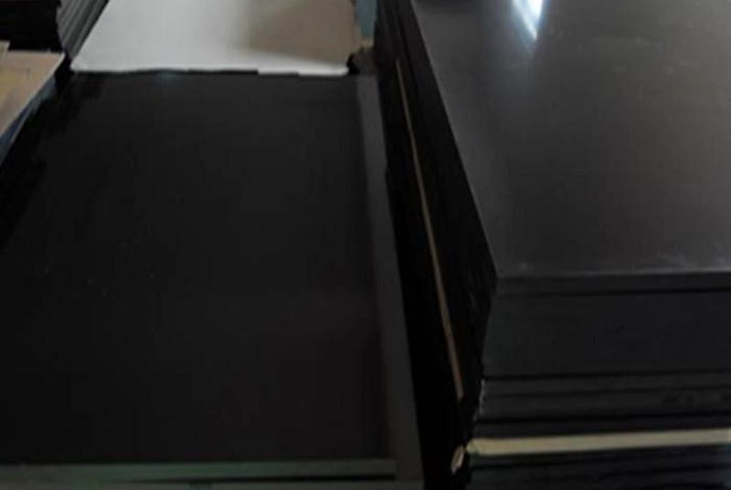 黑色车厢滑板